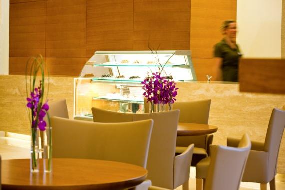 Falls-Lobby-Lounge